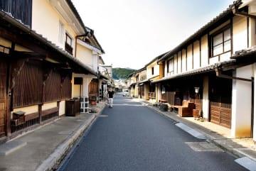 古い町並みが残る八日市護国伝統的建造物群保存地区=10日午後、内子町内子