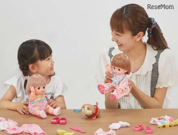 親子での人形遊び、子どもの心の発達に好影響