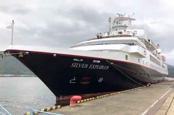 舞鶴港に初寄港した高級小型クルーズ船「シルバー・エクスプローラー」(京都府舞鶴市松陰)