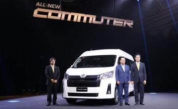 タイ国トヨタ自動車(TMT)はバン「ハイエース コミューター」の新モデルを発表した=11日、ノンタブリ県(NNA撮影)