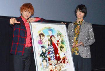 名古屋市内で行われた映画「明治東亰恋伽」の先行プレミア上映会の舞台あいさつに登場した小林豊さん(左)と山崎大輝さん