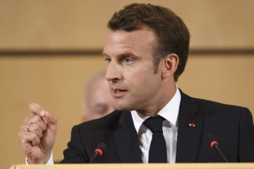 ILO年次総会で演説するフランスのマクロン大統領=11日、スイス・ジュネーブ(AP=共同)