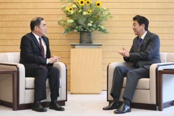 孔鉉佑大使、安倍首相を表敬訪問