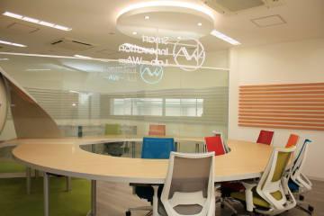 東京・蔵前のスマートイノベーションラボの作業スペース(NTT東日本提供)