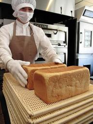 無添加でふわふわ、もちもちが特徴の食パン「MU kodomo」=芦屋市上宮川町3、「明日の食パン」芦屋本店