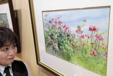 安野さんが描いた野の花でかわいらしく活動する小人たち(京丹後市久美浜町・森の中の家)