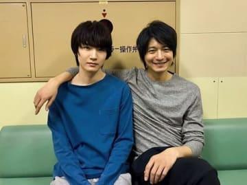 向井理さん(右)と桜田通さんのツーショット写真