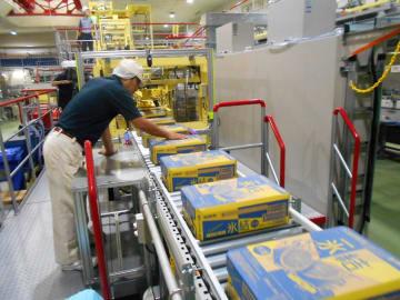 稼働した缶酎ハイの生産ライン