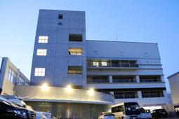 市立尼崎高の校舎