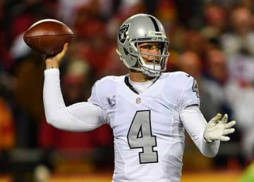 Derek Carr Struggles With Passing in Raiders' 21-13 Loss to Chiefs