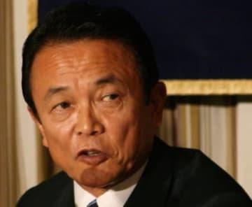 報告書受理を拒否した麻生太郎金融担当相(2007年撮影)