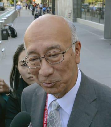 米国のビーガン北朝鮮担当特別代表との会合後、取材に応じる別所浩郎国連大使=12日、米ニューヨーク(共同)
