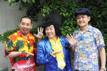 インターネット番組「千鳥のロコスタ」で熊本を訪れた人気お笑いコンビ千鳥と、案内役の慶徳二郎(中央)=熊本市中央区(GYAO!提供)