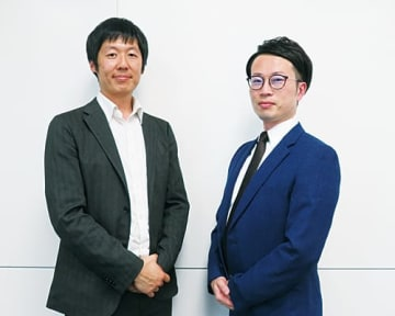 エムオーテックスの厚山耕太部長(右)とワークスモバイルジャパンの村松純平シニアセールスエンジニア