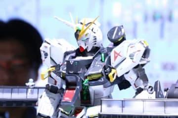 「機動戦士ガンダム 逆襲のシャア」のνガンダムのフィギュア「METAL STRUCTURE 解体匠機 RX-93 νガンダム」