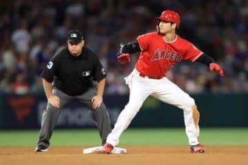 エンゼルス・大谷翔平が走塁時に着用するグラブが話題【写真:Getty Images】