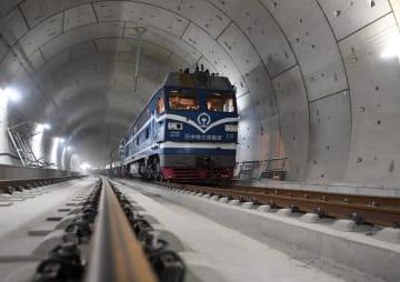 北京と張家口結ぶ高速鉄道、レール敷設完了