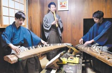 イベントに向け練習に励む平沢さん(中央)ら=9日、仙台市青葉区