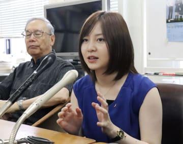 記者会見で「高校生平和大使」をテーマにしたミュージカルへの意気込みを語る岩田華怜さん=13日午後、長崎市