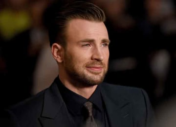 Chris Evans Twitter War With David Duke: HOLLYWOOD, CA - SEPTEMBER 02: Actor Chris Evans attends the premiere of Radius and G4 Productions' 'Before We Go' at ArcLight Cinemas on September 2, 2015 in Hollywood, California. (Photo by Mike...