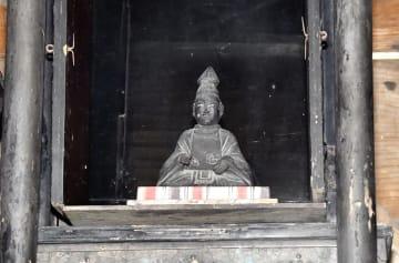 開帳された明智光秀の座像=6月13日、福井県福井市東大味町の明智神社