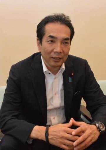 棚田地域振興法の意義などについて語る江藤首相補佐官=13日午後、東京・永田町の首相官邸応接室