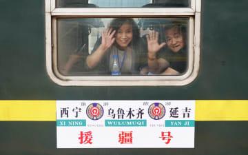 瀋陽鉄道、「新疆支援号」特別観光列車を運行