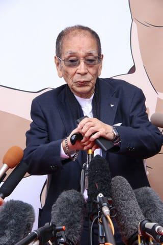 モンキー・パンチさんをしのぶ会に出席した小林清志さん