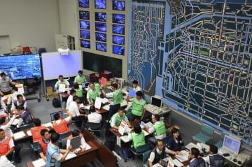 G20サミットに向けた訓練が続く大阪府警本部の交通管制センター=14日午後、大阪市