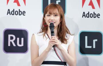 「アドビでありがとう」キャンペーン発表イベントに登場した菊地亜美さん