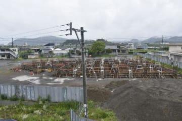 ヒ素が検出された子育て支援総合拠点施設の建設現場=14日午前、延岡市松山町