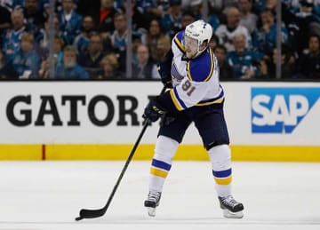 Vladimir Tarasenko Scores 2 to Lead Blues to 5-2 Opening Win vs Blackhawks
