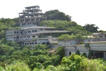 解体が始まった中城高原ホテル