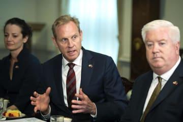 イラン沖でのタンカー攻撃について語るシャナハン米国防長官代行(中央)=14日、米ワシントン(AP=共同)