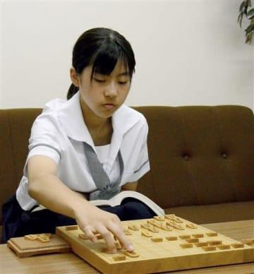 女流王座戦予選でプロ2人を破り、勝ち進んでいる松下舞琳さん。女流棋士を目指して日々、将棋の勉強を欠かさない