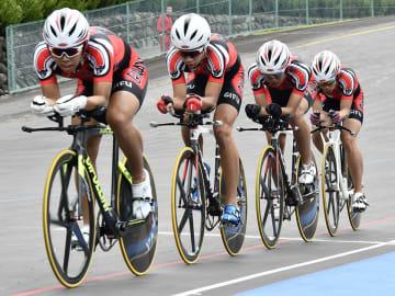男子4000メートル団体追い抜きを制した岐南工=日本サイクルスポーツセンター