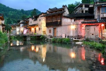 寂れていた歴史ある村、「文芸復興」でよみがえる