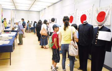 「平和展」市民提供の戦時中の品や、長崎原爆資料館から借りた原爆写真等を展示【綾瀬市】