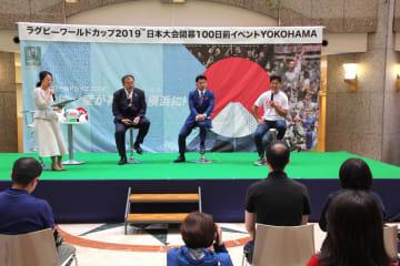 トークショーでラグビーの魅力を語る(右から)広瀬俊朗さん、吉田義人さん、林敏之さん=ランドマークプラザ