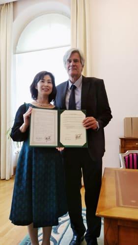 【共同宣言書を締結したル・マン市長と末松市長(左)(鈴鹿市提供)】