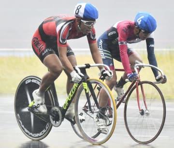 男子スクラッチで仕掛けるタイミングをうかがう田中雄大(左)=日本サイクルスポーツセンター