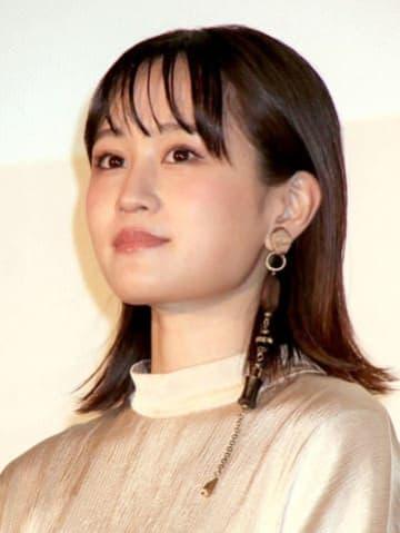 映画「町田くんの世界」の公開記念舞台あいさつに登場した前田敦子さん