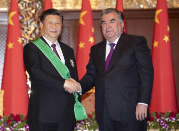 習近平主席、タジキスタン大統領から「王冠勲章」授与