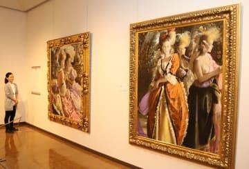 初公開の油彩画「賓」(右)などが展示された「宮永岳彦 生誕百年展」=宮永岳彦記念美術館