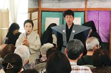 ニューヨーク公演に臨む竹本鳴子さん(左)と桁山幸太さん(唐津人形浄瑠璃保存会提供)