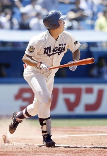 明大―東農大北海道オホーツク 8回、明大・喜多が2点本塁打を放つ=神宮