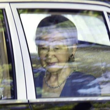 白内障の手術のため東京都内の病院に入られる上皇后美智子さま=16日午前