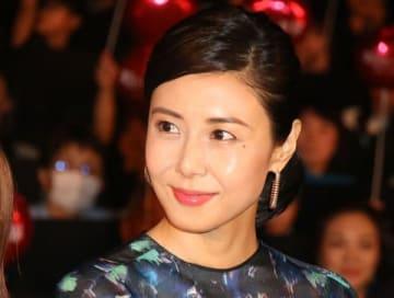 映画「町田くんの世界」の公開記念舞台あいさつに登場した松嶋菜々子さん