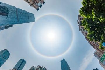 珍しい光の輪「日暈」が出現 広西南寧