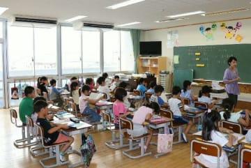 エアコンが設置された教室。授業に集中できることで学習面への効果も期待される=大分市奥田の南大分小
